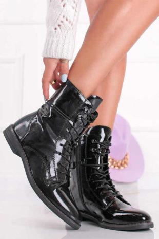 Čierne lakované členkové topánky Tamaris